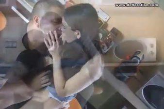 Morena novinha perdendo a virgindade da buceta