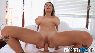 Sexo real com novinha de peitões grandes